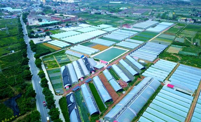 航拍兰州榆中现代农业绿色新画卷